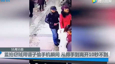 VIDEO: Un ingenioso ladrón logra robar un móvil con un par de pinzas y mucha destreza