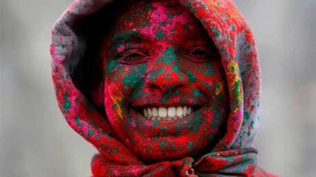 Los científicos advierten que sonreír nos hace parecer mayores