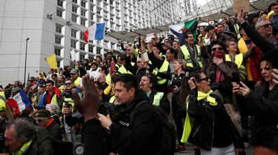 Более семи тысяч человек принимают участие в протестах «жёлтых жилетов» во Франции