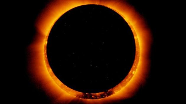 Video: Un eclipse transforma el Sol en un anillo de fuego