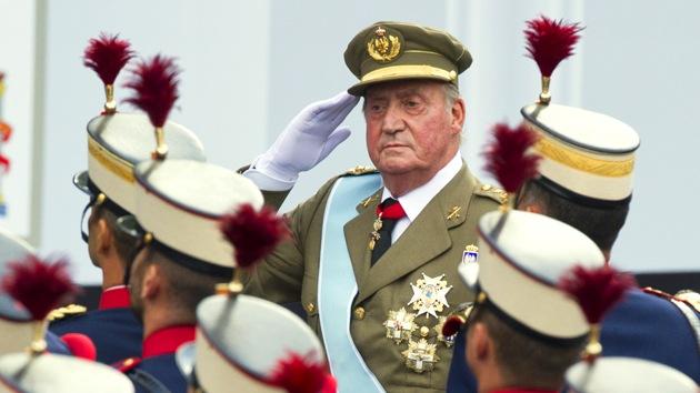 El rey Juan Carlos, alarmado por la situación en España