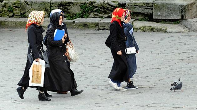 """Primer Ministro de Turquía: """"La igualdad de los géneros provoca suicidios"""""""