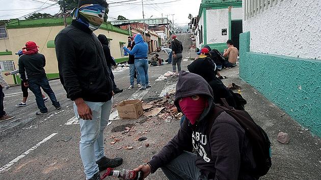 Un periodista venezolano: el golpe en Venezuela continuará con mercenarios de Centroamérica