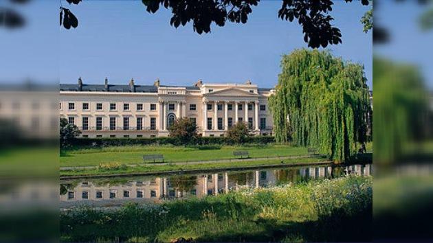 Ocho mansiones de la familia real británica, en venta