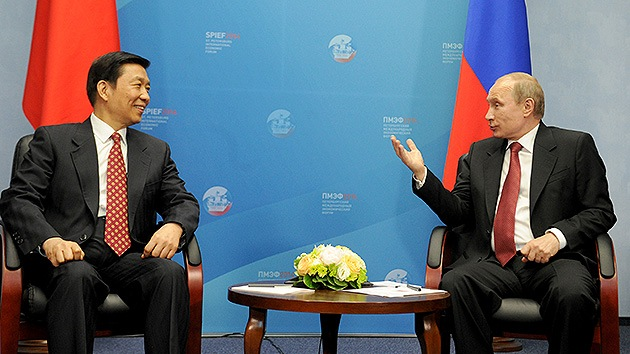 Expertos de EE.UU.: El acercamiento de Rusia y China amenaza al dominio del dólar
