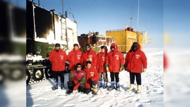 Científicos rusos alcanzan la superficie del lago subglacial Vostok