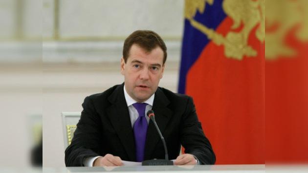 Medvédev: El sistema político de Rusia no es ideal, pero funciona