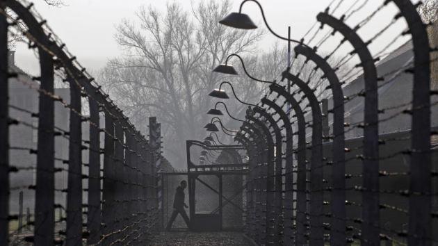 Un exguardia de Auschwitz es acusado de complicidad en 300.000 asesinatos