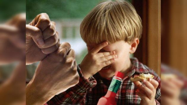 Torturan a un niño adoptivo ruso en EE. UU. con tabasco y duchas frías