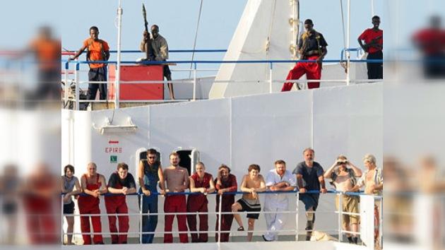 Piratas somalíes liberan buque secuestrado