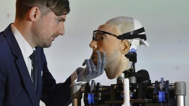 Video, fotos: En el Reino Unido construyen a Rex, el primer 'hombre biónico'