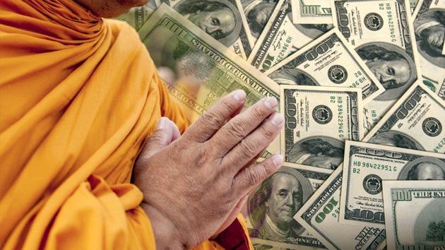 Confiscan a un monje tailandés dinero y coches de lujo obtenidos de donaciones