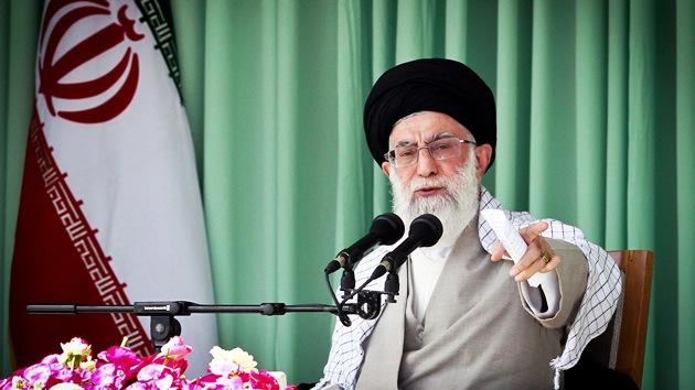 """""""Las sanciones de Occidente hacen a Irán cien veces más fuerte"""", dice el ayatolá iraní"""