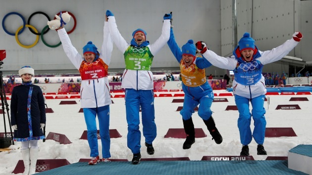El equipo ruso de biatlón logra la medalla de plata en relevos femeninos