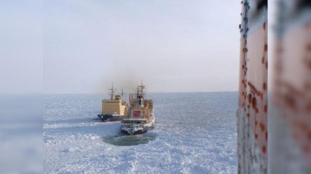 Se retrasa de nuevo el rescate del último barco varado en el mar de Ojotsk