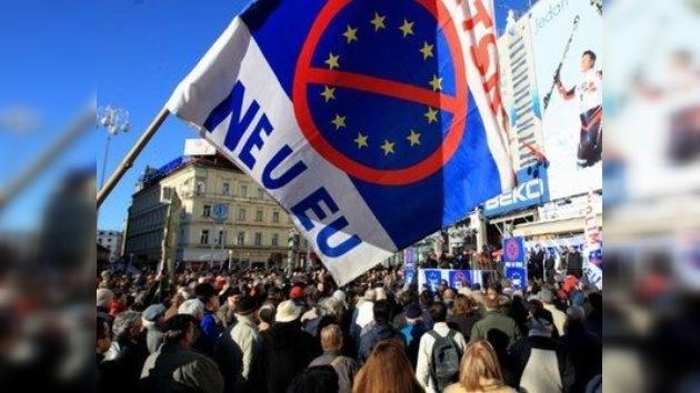Croacia vota para unirse a una UE desunida por la crisis