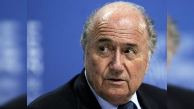 Inglaterra pide la cabeza de Blatter por minimizar el racismo en el campo