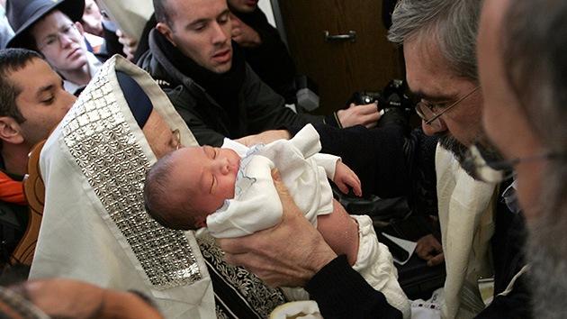 EE.UU. da la cara por la circuncisión
