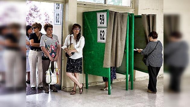 """Bachelet espera los resultados electorales """"con tranquilidad"""""""