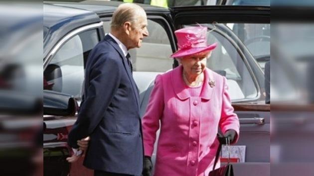 Un admirador ruso felicita a la Reina de Inglaterra por su cumpleaños