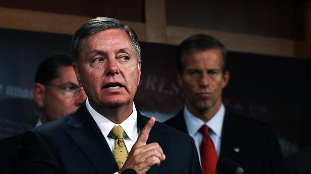"""Senador de EE.UU.: """"Envíen a los jóvenes inmigrantes de vuelta a su país"""""""