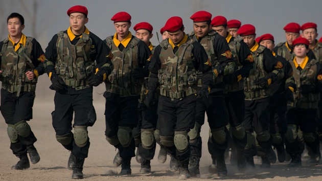 China moviliza tropas, blindados y aviones en la frontera con Corea del Norte