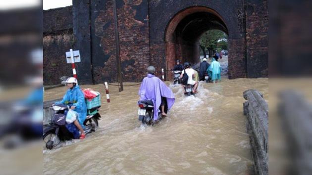 La peor inundación de la década en Vietnam se cobra unas 100 vidas