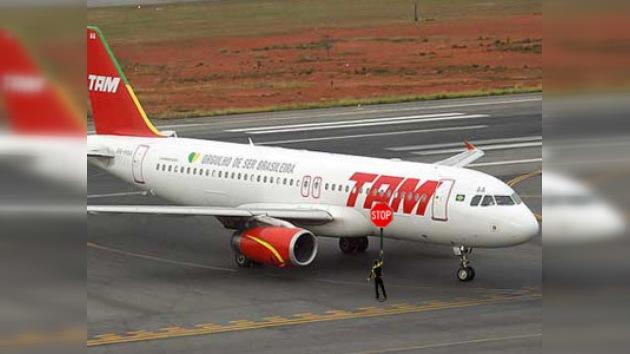 Brasileño intentó detener un avión para ir a su ciudad natal