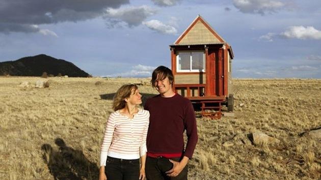 Una pareja de EE.UU. enseña a construir una casa para escapar de los lazos financieros