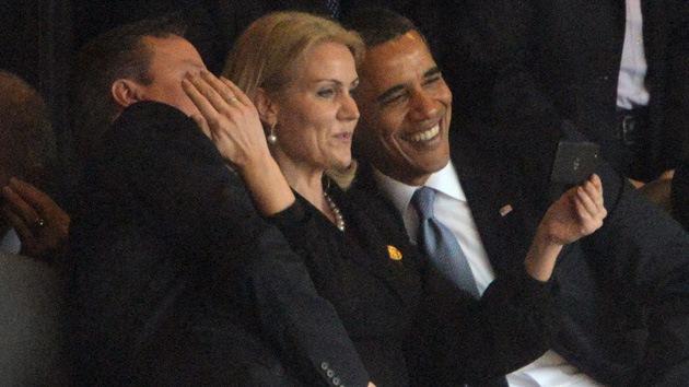 """Cameron: """"Se podría sacar mucho dinero vendiendo el 'selfie' del funeral de Mandela"""""""