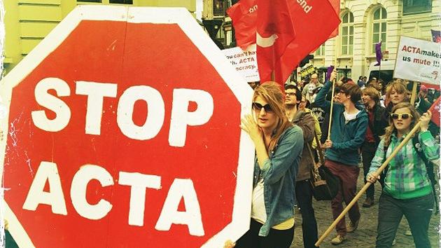 Imágenes: Europa planta cara (y careta) al ACTA