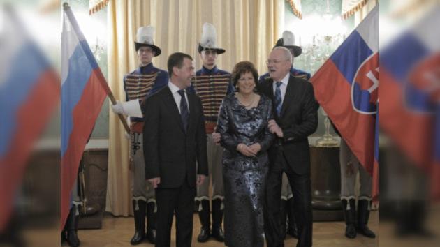 Dmitri Medvédev llegó a Eslovaquia en visita oficial