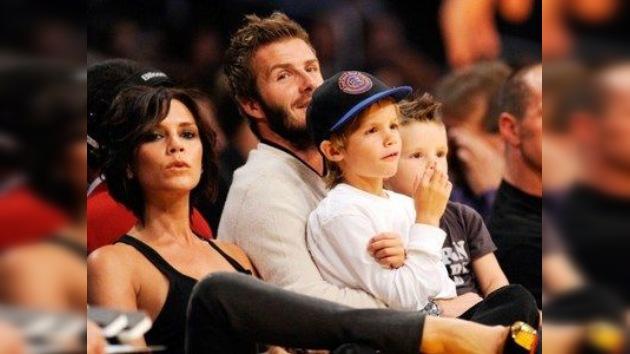 Se cumple el mayor sueño de los Beckham: Victoria da a luz a una niña