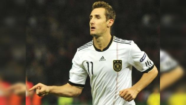 Miroslav Klose firma por dos años con el Lazio italiano