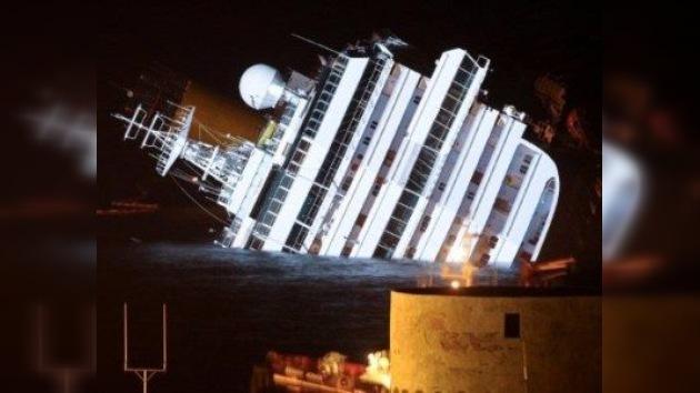 El capitán del Costa Concordia dice que cayó en un bote salvavidas por casualidad