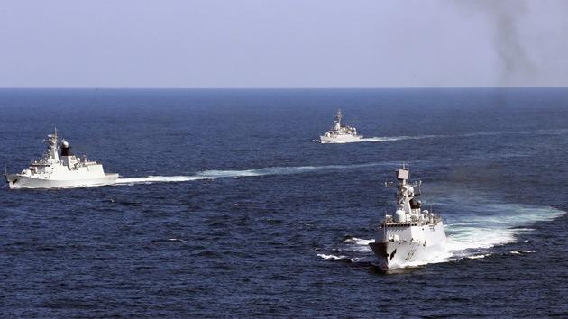 China busca desafiar el dominio de EE.UU. en alta mar y proteger los estrechos claves