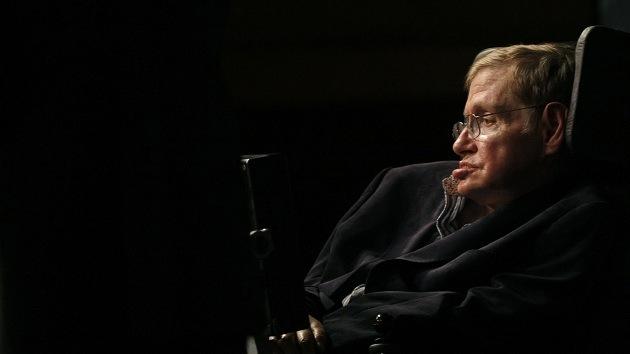 Foto: Hawking, inmortalizado en una despedida de soltero con 'superhéroes'