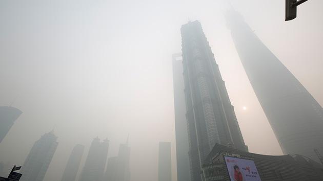 Un almirante chino afirma que el humo tóxico 'ahoga' a las armas láser de EE.UU.
