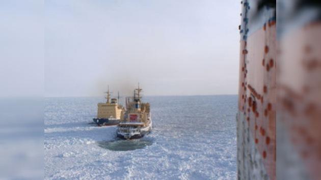 Los rompehielos liberaron el penúltimo barco atrapado