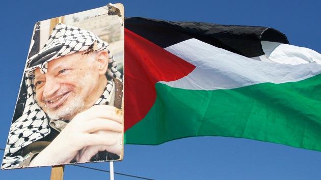 Arafat fue envenenado con una sustancia tóxica desconocida, concluye un investigador