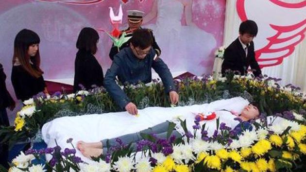 Una joven china fingió su propio funeral para aprender a apreciar la vida