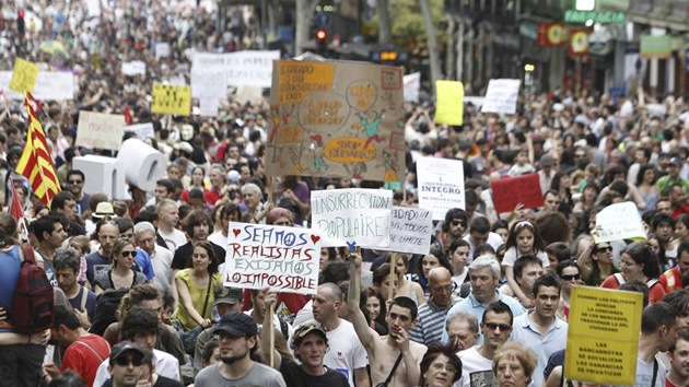 El Gobierno español ataca a los indignados donde más duele: en el bolsillo