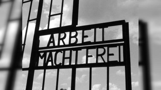 """Policía polaca encontró la placa robada """"Arbeit macht frei"""""""