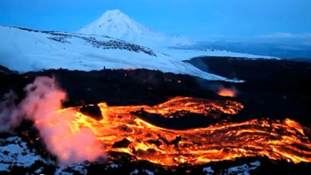 Video: Espectaculares imágenes del mayor volcán de Kamchatka en plena erupción