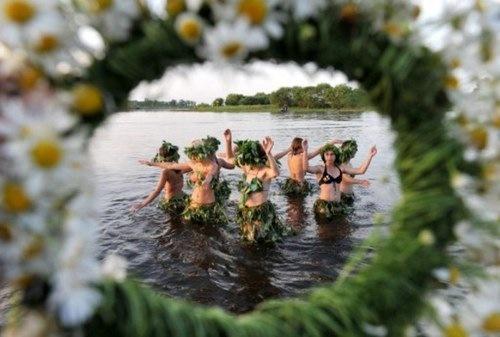 Rusia celebró Iván Kupala, la fiesta del solsticio de verano