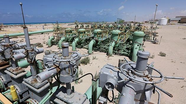 Libia pone el fin a su larga crisis petrolera tras llegar a un acuerdo con los rebeldes