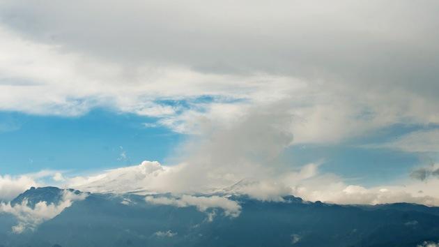 El volcán colombiano Nevado del Ruiz disminuye su actividad