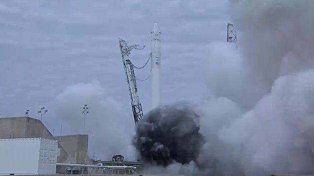 El carguero Dragon no logra arrancar 3 de sus 4 motores cuando entra en el espacio