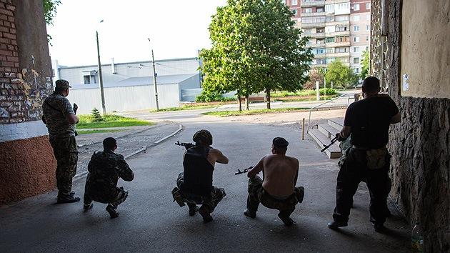 Fuerte tiroteo en Ucrania a tres kilómetros de la frontera con Rusia