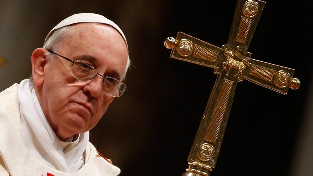 """Las """"condiciones sociales injustas"""" llevan al pecado y al suicidio, según el papa"""